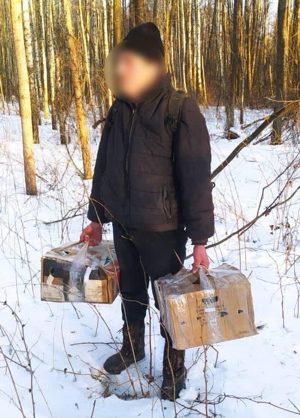 Голубей нес 43-летний местный житель. Фото: Государственная пограничная служба Украины