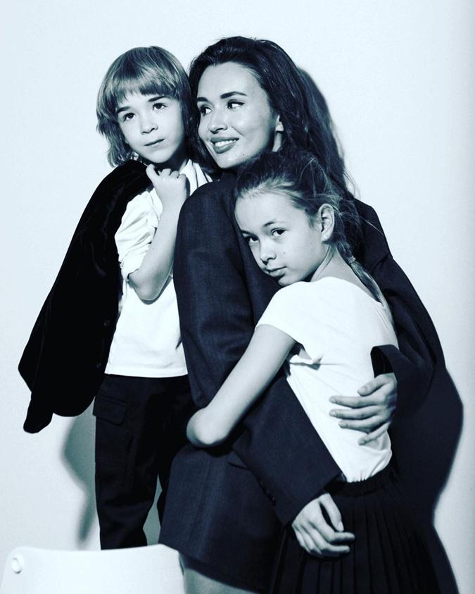 Лиза Ющенко с детьми