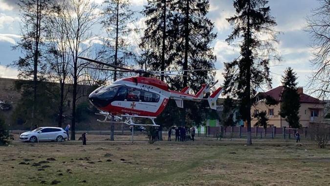 транспортировали вертолетом
