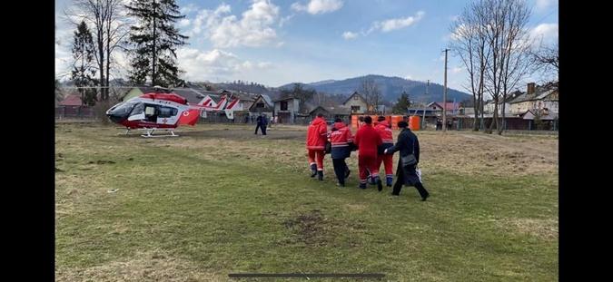 доставили больную вертолетом