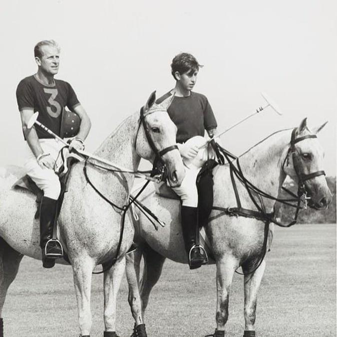 принц Филипп с сыном Чарльзом