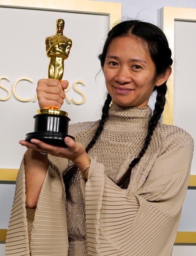 Китаянка Хлоя Чжао стала второй женщиной в истории, получившей режиссерский