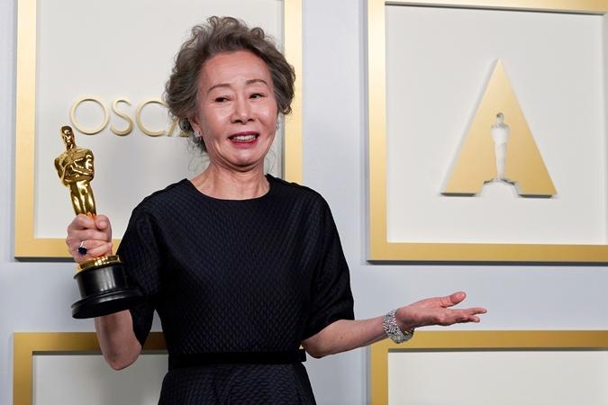 Лучшая актриса второго плана Юн Ёджон и ее первый