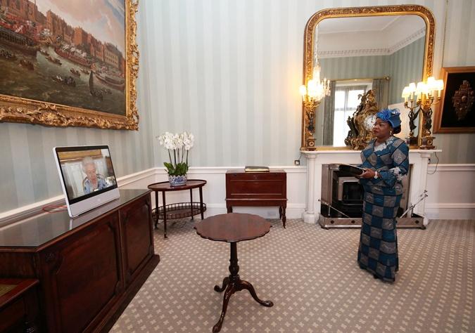 королева елизавета 2 и посол Кот- д'Ивуара
