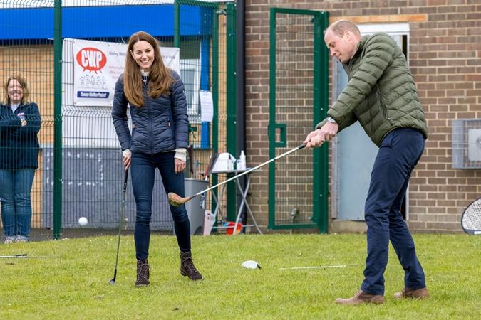 герцогини Кембриджские играют в гольф