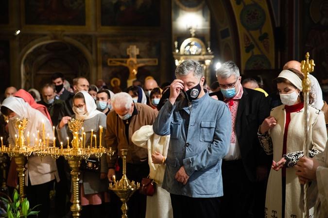 Петр и Марина Порошенко молятся