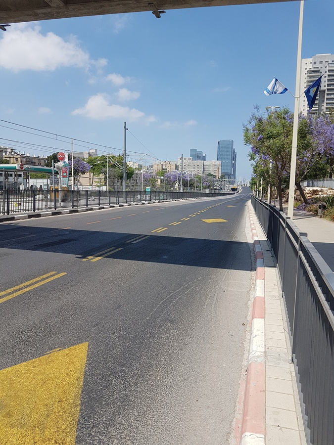 пустые улицы Израиля