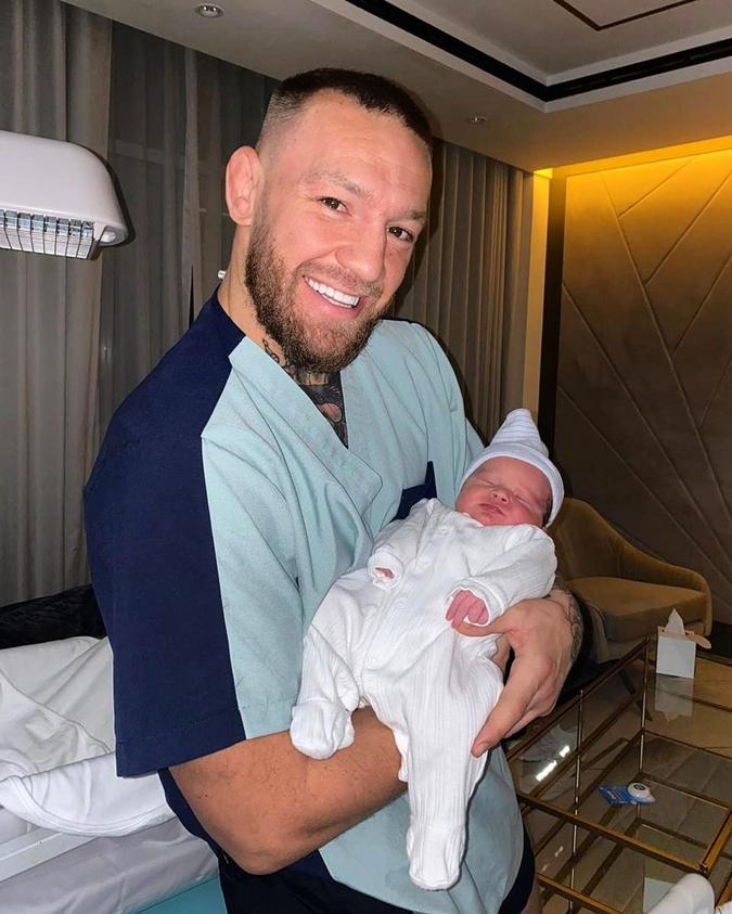 Конор Макгрегор показал новорожденного сына [фото]