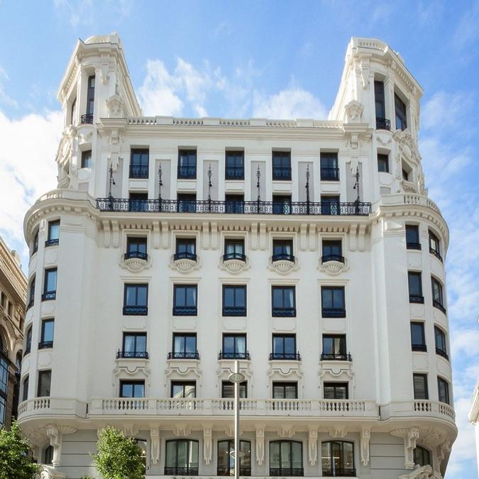 """Роналду открывает отель в Мадриде - но с диванами в цветах """"Ювентуса"""" [фото]"""