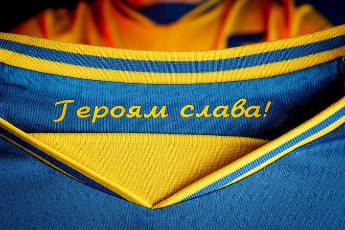 """УАФ ведет переговоры с УЕФА, чтобы оставить лозунг """"Героям слава"""" на футболках сборной Украины"""