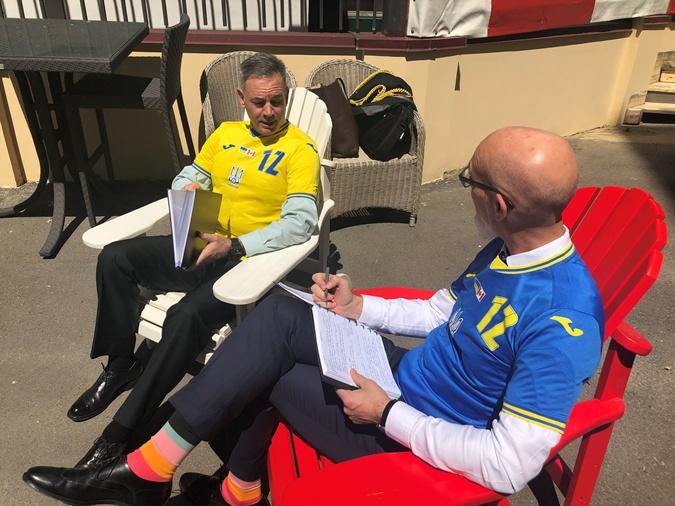 посольство Канады в новой форме сборной Украины