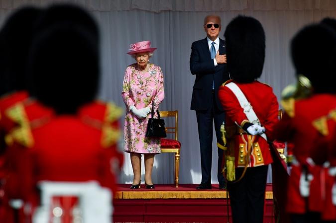 королева елизавета 2 и президент байден