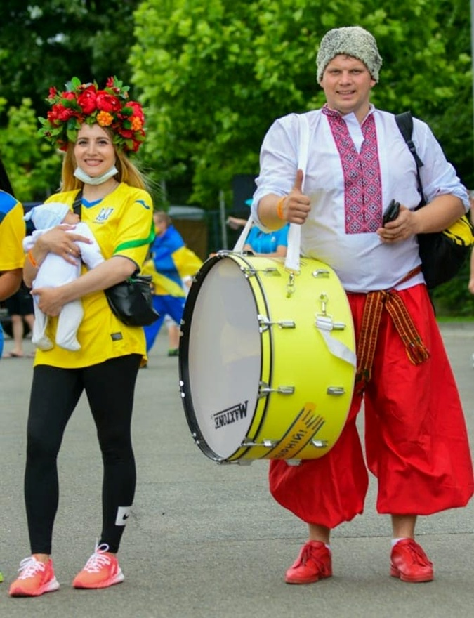 С детства за Украину. Сборную на матче Евро-2020 поддерживал болельщик, которому едва исполнился месяц [фото]