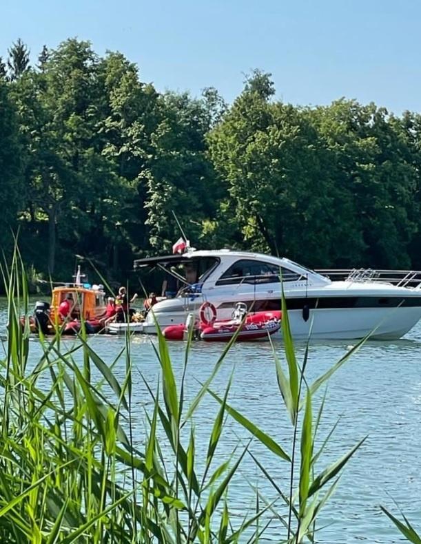 вертолет упал в озеро