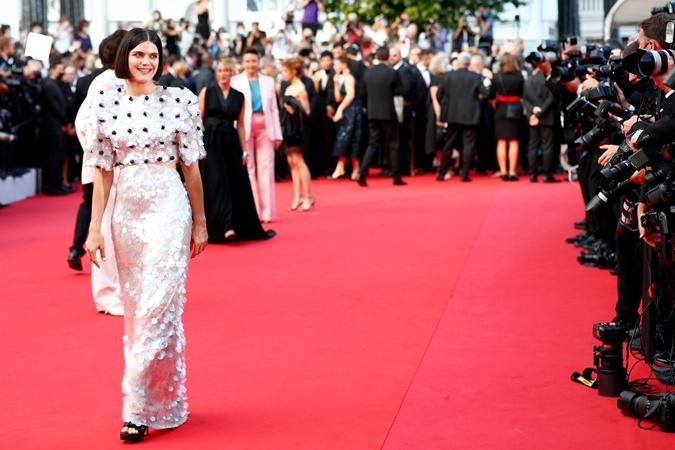 Открытие Каннского кинофестиваля: Белла Хадид в платье 2002 года, Марион Котийяр – в Chanel фото 13