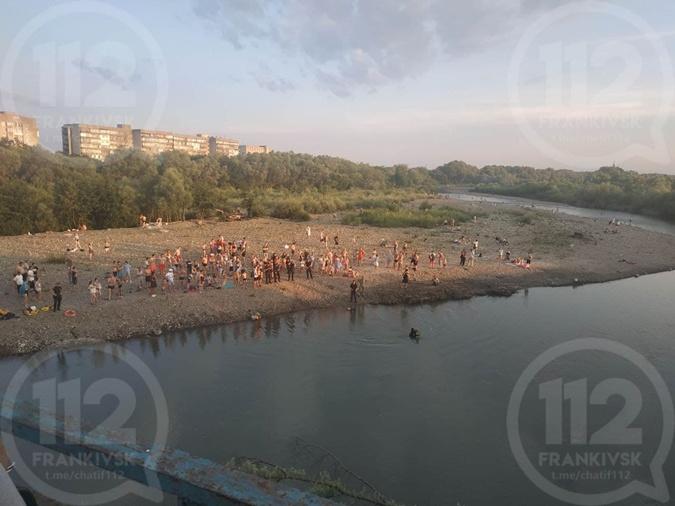 Мэр Ивано-Франковска запретил купаться в городской реке под угрозой штрафа в 50 тысяч гривен фото 2