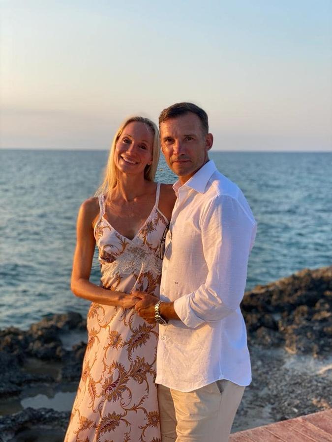 Шевченко признался супруге в любви в день 17-летия свадьбы [фото]