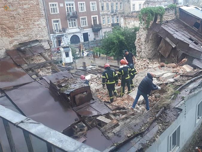 рухнул дом