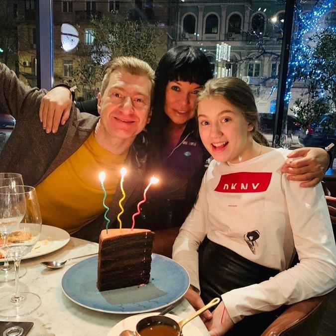Старшую дочь Юрия Никитина и Ольги Горбачевой - Полину крестила певица и скрипачка Ассия Ахат