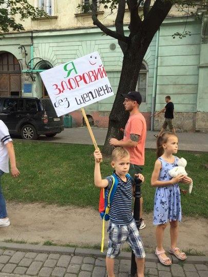 протест антивакцинаторов