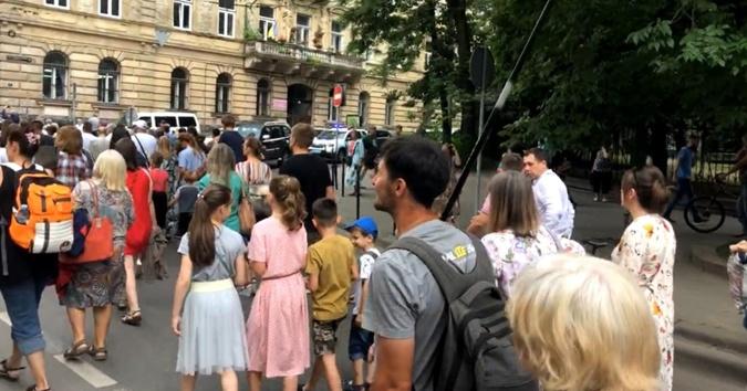протест против вакцинации львов