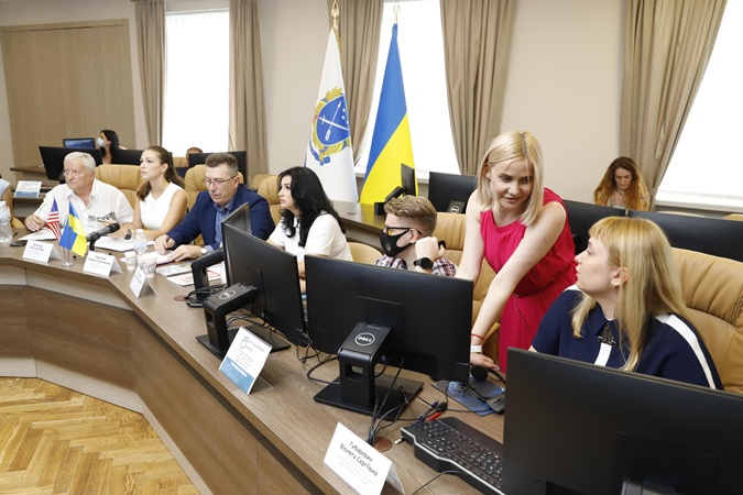 Факт. У Дніпрі американці ділилися досвідом підтримки українських бійців та родин загиблих фото 1