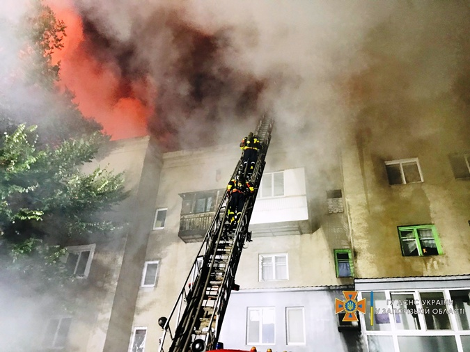 Пожар в центре Запорожья мог возникнуть из-за взрыва баллона с газом фото 1
