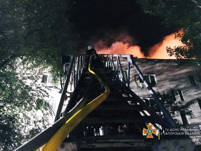 Пожар в центре Запорожья мог возникнуть из-за взрыва баллона с газом фото 2