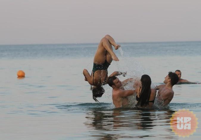 Нырять на одесских пляжах не мешали ни медузы, ни водоросли.