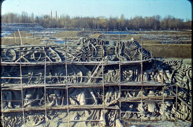 40 лет под бетонным саркофагом: на Байковом открывают уникальное произведение искусства фото 3