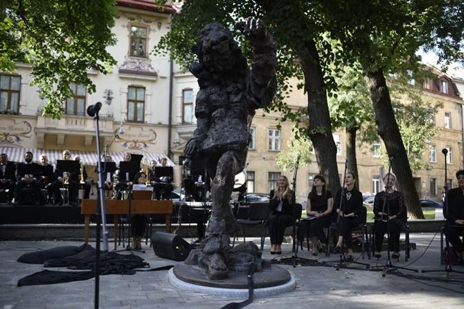 памятник композитору Францу Ксавьеру Моцарту