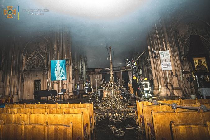 как выглядит костел святого николая в киеве после пожара