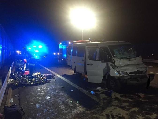 Пассажиры микроавтобуса из Украины попали в больницы после ДТП под Люблином фото 1