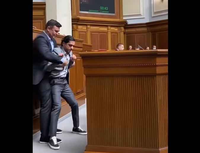 драка Лероса и Тищенко