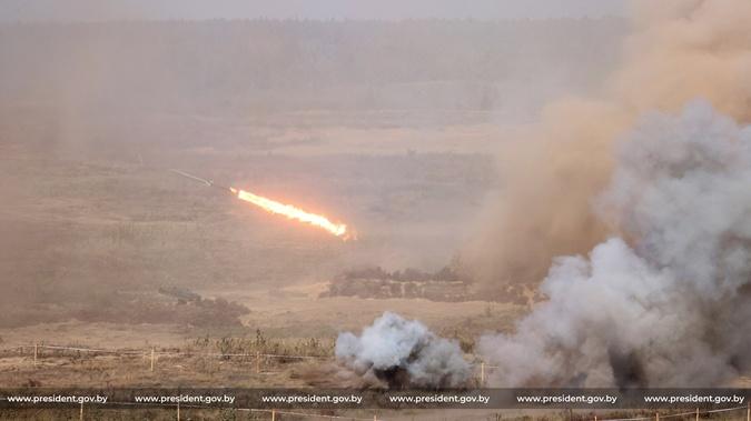 Лукашенко попросил у России ракетные комплексы С-400: Мы должны готовиться - 1200 км граница с Украиной фото 1