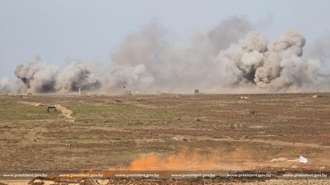 Лукашенко попросил у России ракетные комплексы С-400: Мы должны готовиться - 1200 км граница с Украиной фото 2