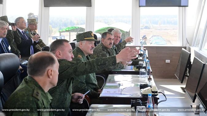 Лукашенко попросил у России ракетные комплексы С-400: Мы должны готовиться - 1200 км граница с Украиной фото 3