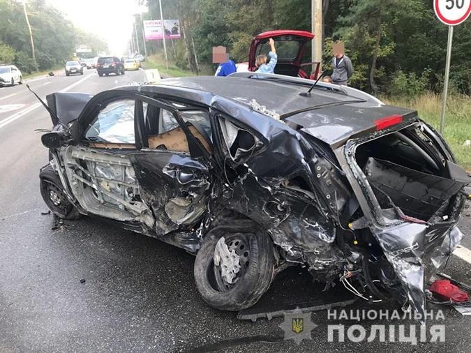 В Киеве столкнулись восемь машин, пять человек попали в больницы фото 2