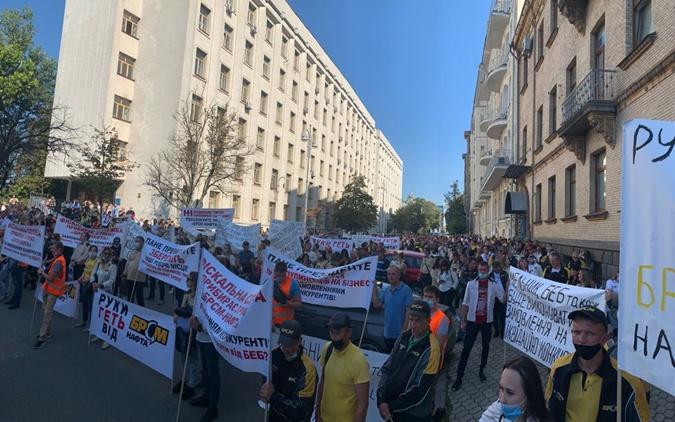 Двухтысячная акция протеста под Кабмином и ОП: сотрудники БРСМ обвинили ГФС в сговоре и незаконной блокировке бизнеса фото 2
