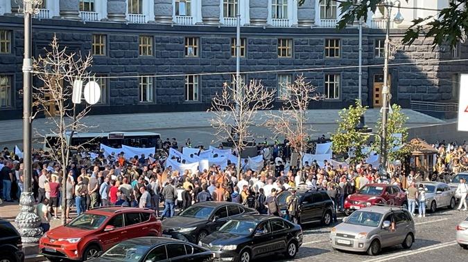 Двухтысячная акция протеста под Кабмином и ОП: сотрудники БРСМ обвинили ГФС в сговоре и незаконной блокировке бизнеса фото 3