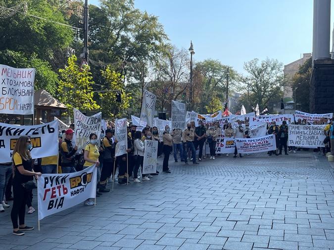 Двухтысячная акция протеста под Кабмином и ОП: сотрудники БРСМ обвинили ГФС в сговоре и незаконной блокировке бизнеса фото 1