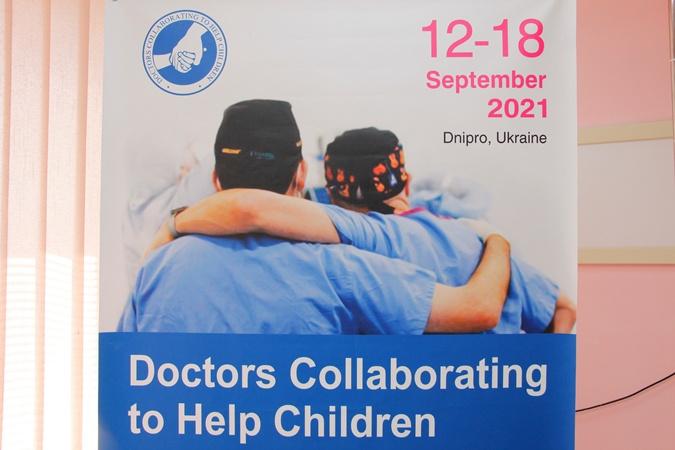 Факт. У Дніпрі найкращі лікарі США безкоштовно прооперували 30 українських дітей з найтяжчими наслідками опікових травм  фото 4