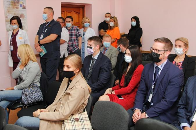 Факт. У Дніпрі найкращі лікарі США безкоштовно прооперували 30 українських дітей з найтяжчими наслідками опікових травм  фото 3