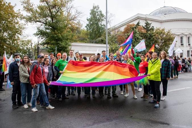 Работники Посольства США в Киеве и их семьи приняли участие в KyivPride2021.