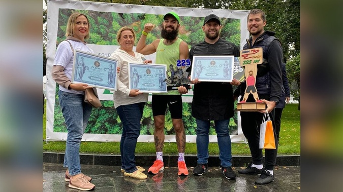 Украинец установил рекорд, пробежав нон-стоп без сна от Днепра до Харькова [фото]