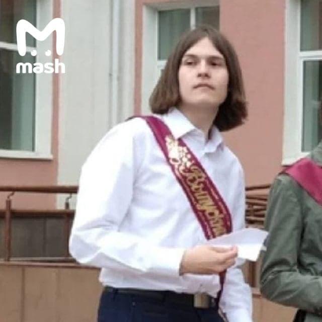 Тимур Бекмансуров на выпускном.