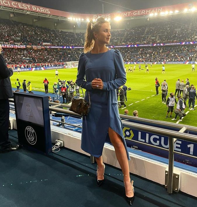 Монфис повел Свитолину в эффектном голубом платье поглазеть на Месси [фото]