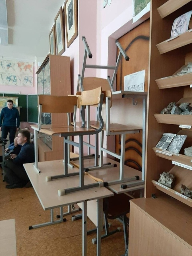 Такие баррикады строили студенты, чтобы спасти себя.
