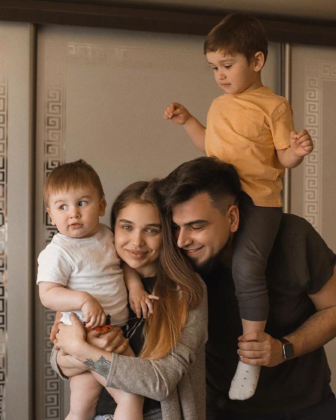 Саша и Игорь Пустовит воспитывают двоих сыновей - Даниила и Евгения