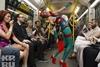 Пассажиры как-то не оценили сочетание красного с зеленым…